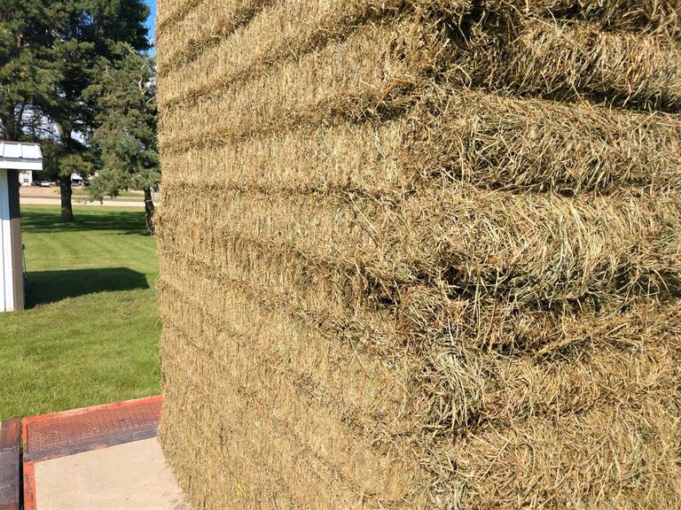 1 Load - Grass With a Little Alfalfa - BIDDING PER TON - Online Auction