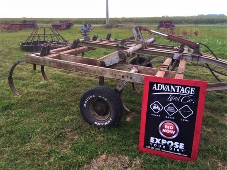 10 foot Chisel Plow - x7 spring shanks - works as it should! - Online Auction