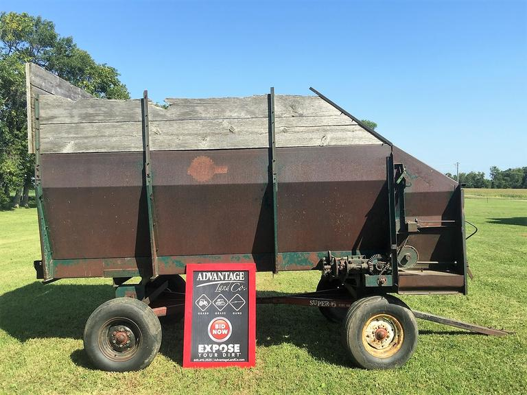 Super 6 Feed Wagon - Good Bars/Chains - Works as it Should! - Online Auction