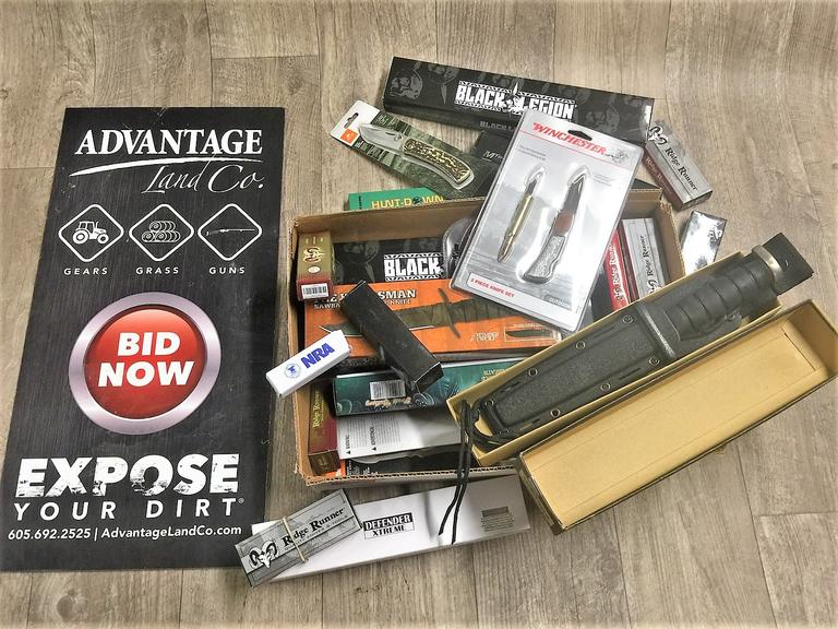 Assorted Knife Lot - Online Auction