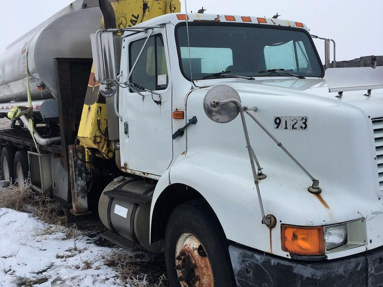 1993 International 8200 - Online Auction