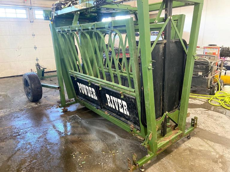 Portable - Hydraulic - Powder River Squeeze Chute - Online Auction